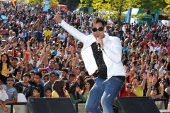 The annual Middlesbrough Mela was held in it's new home of Centre Square in the town centre on Sunday afternoon with a great mix of food, fun, dance and singing. Navin Kundra on stage